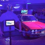 Robot serveur nouvelle et vieille BMW Serie 3